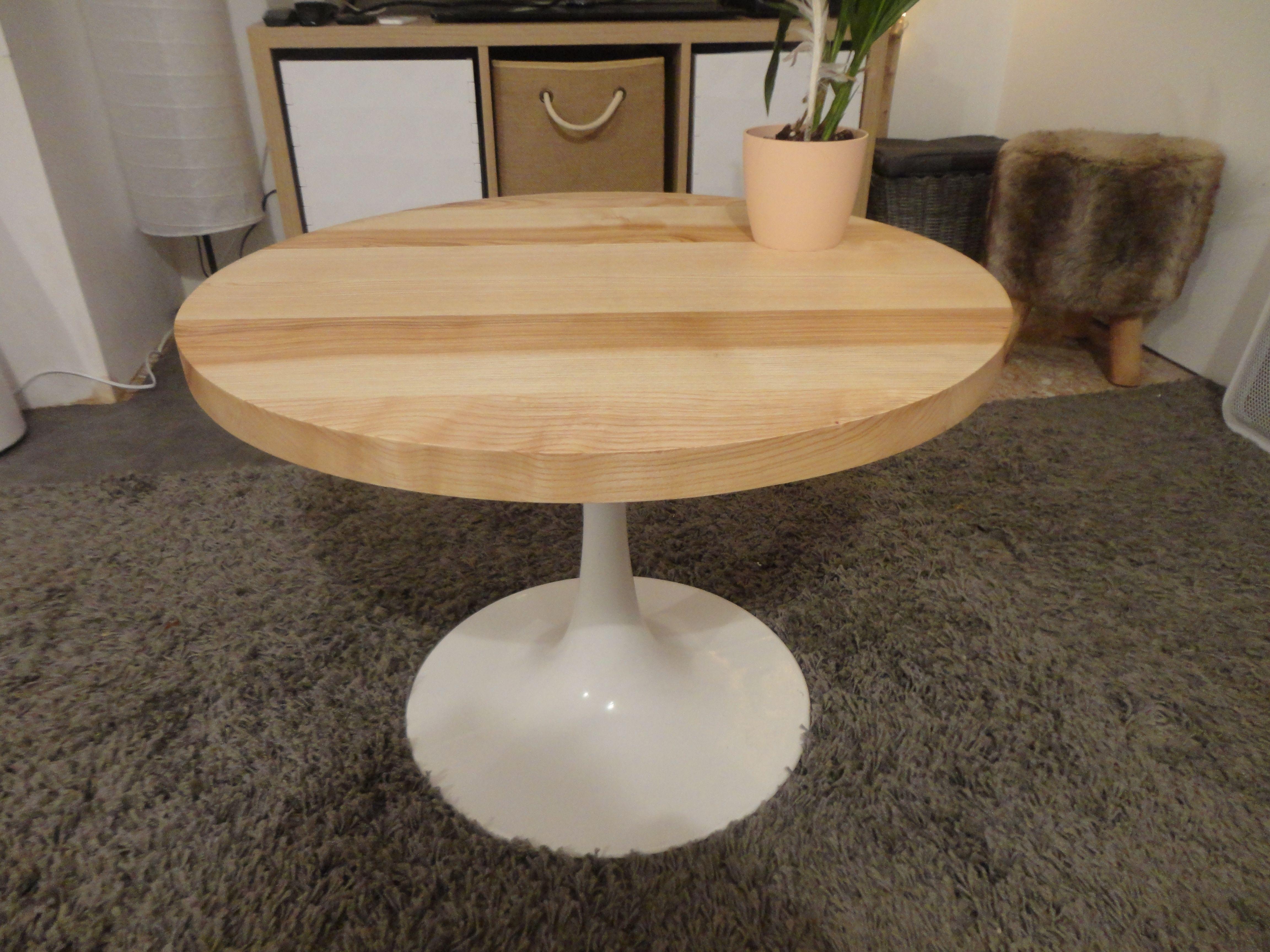 Table Style Knoll Saarinen Le Pied Est D Origine Le Plateau En En Frene Table Basse Vintage Table Basse Bas Vintage