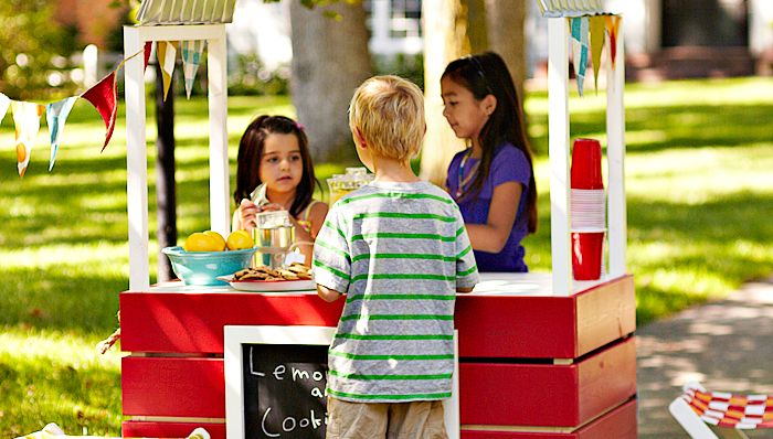 Do it yourself lemonade stand build your kids the coolest for Kids lemonade stand plans