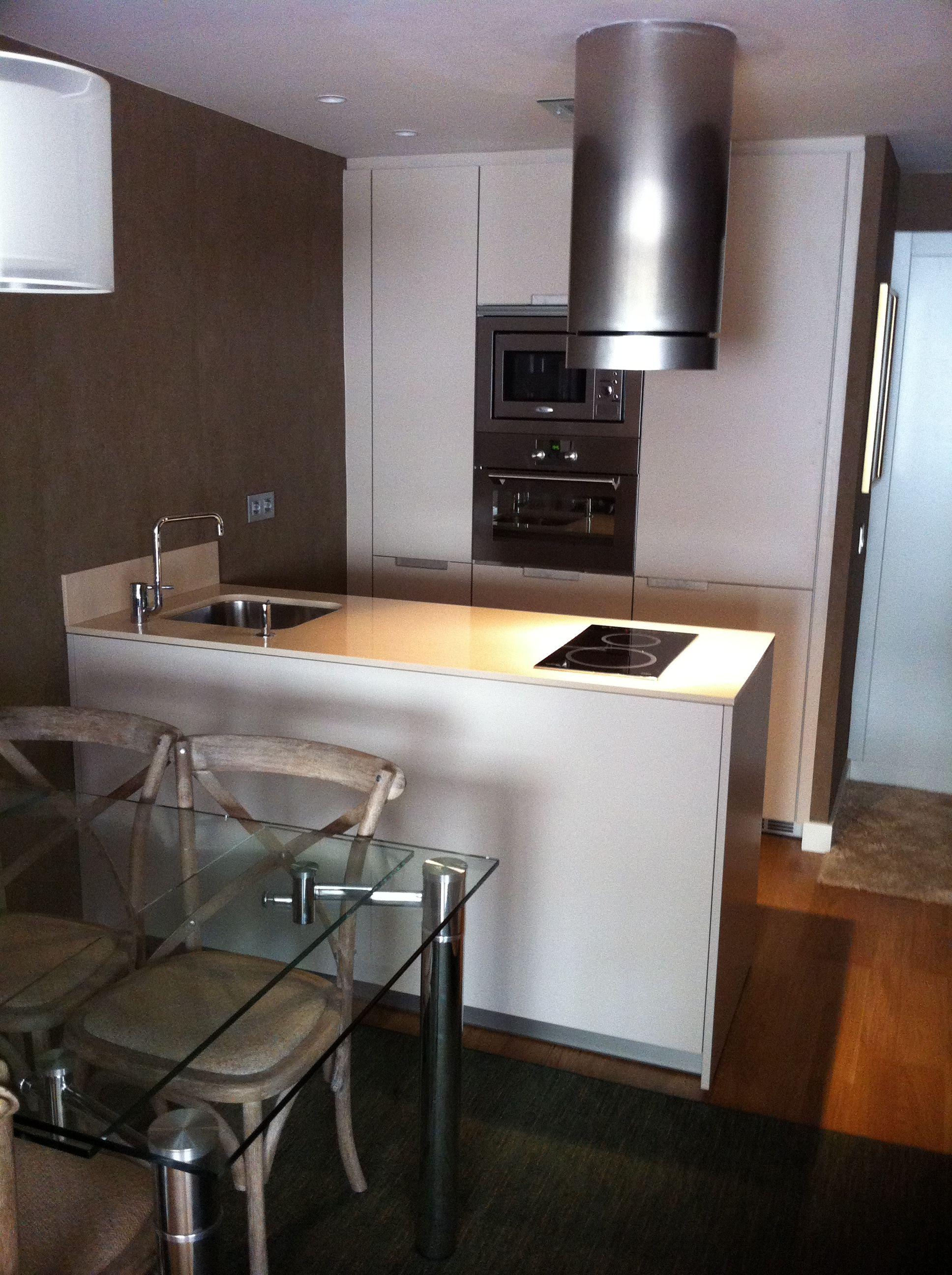 Cocina Santos. Modelo Minos Cocina pequeña en un apartamento ...