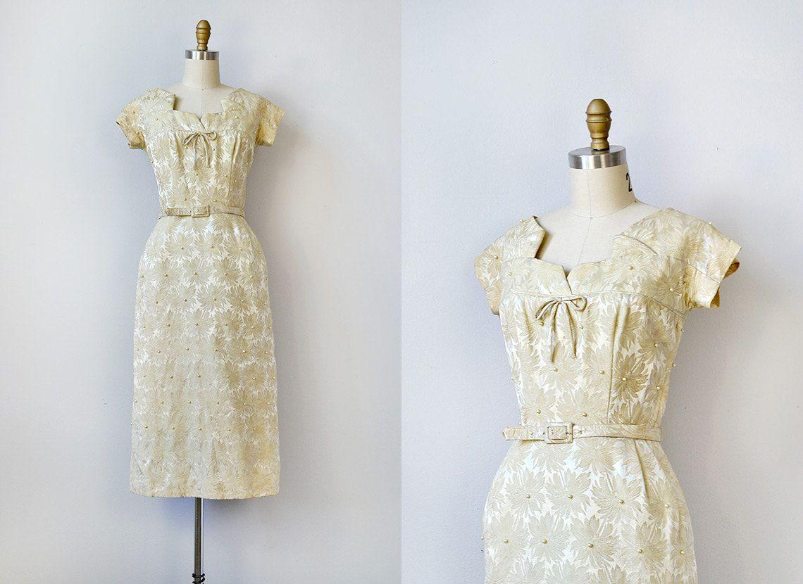 Vintage 1960s Dress 1960s Cocktail Dress Mad Men 60s Dress Gold 60s Party Dress 142 00 Via Etsy Vintage Dresses 1960s 60s Dress Dresses [ 830 x 1140 Pixel ]