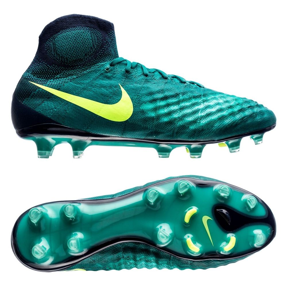 The 2nd generation control boot from Nike, the Magista Obra II floods the field with even more control. The third colorway from the Floodlight Pack gives the boot a sleek new look. Featuring all the technology from the previous two colorways, this boot still has one thing in mind. Total control with the ball at your foot. Looking for a cleat with the sock? We definitely recommend sliding into the Floodlight Pack Magista Obra II.