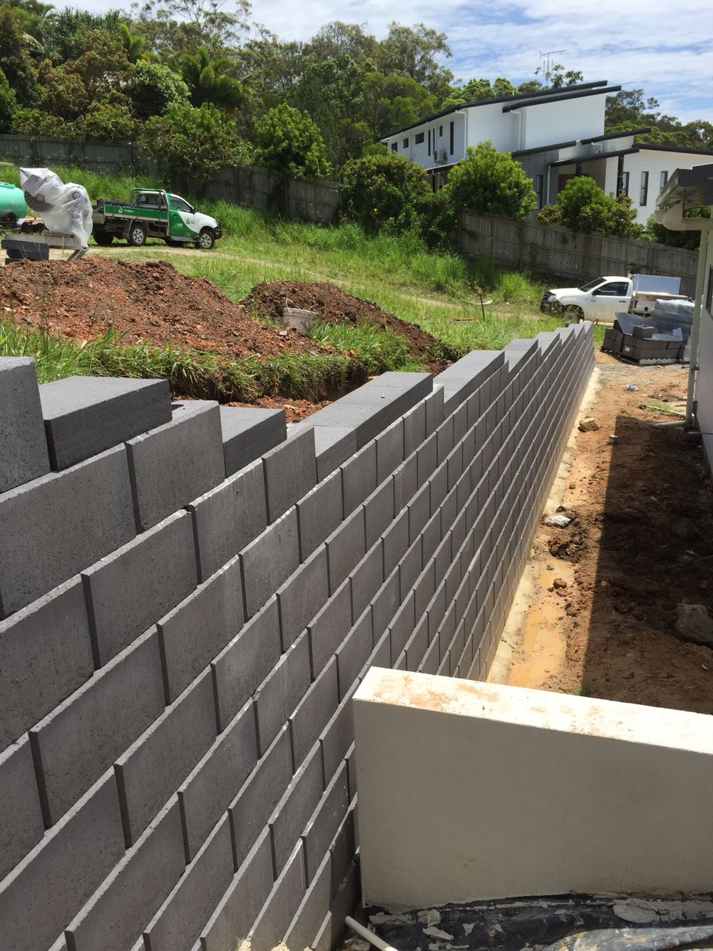 New Austral Heron Smooth Retaining Wall First Wall Of This Kind Constructed By Ilandscape Com Au Retaining Wall Landscaping Supplies Back Gardens