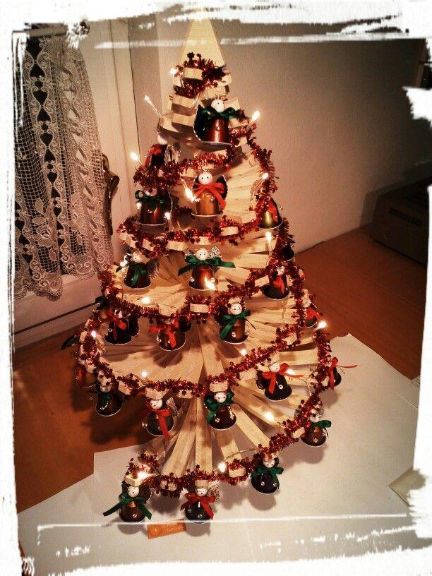 Lavoretti Di Natale Con Cialde Nespresso.Albero Di Natale Con Angioletti Fatti Con Le Capsule