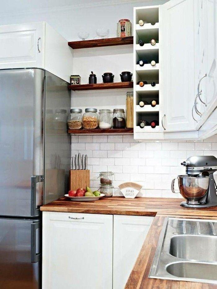 Kücheneinrichtung offene wandregale weiße metro fliesen