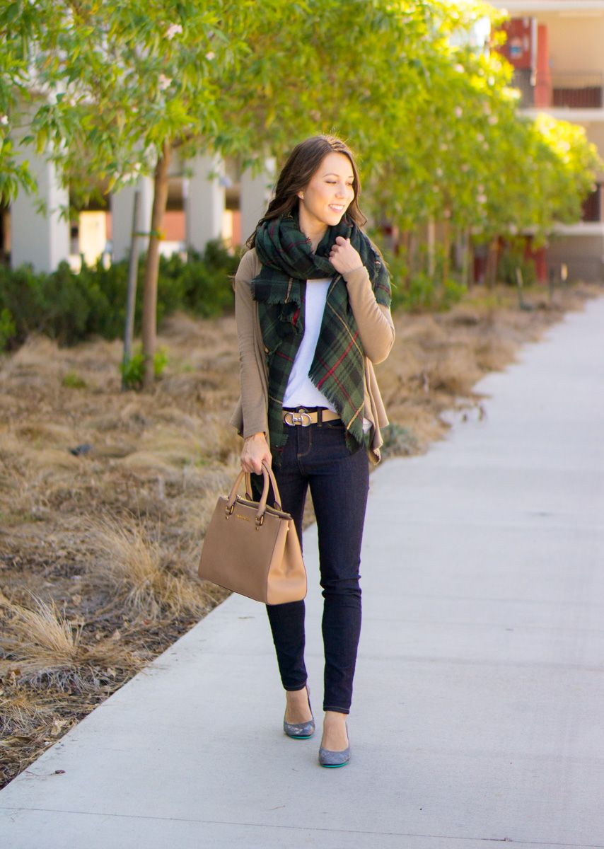 7251fad04364 5 Easy Fall Outfit Ideas for Women | 5 go-to fall outfits | casual outfits  | business casual outfits | Best petite fashion and style blog | FIGS  scrubs ...