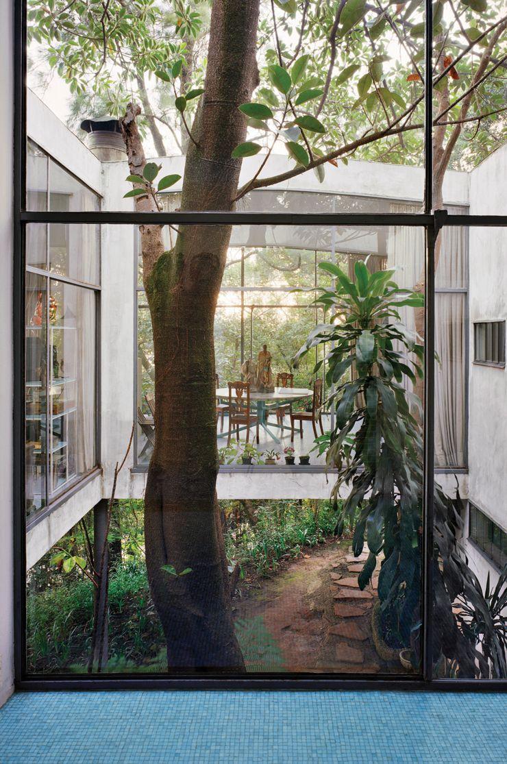 Beyond modern 1lina bo bardis casa de vidro glass house built in são paulo for her husband pietro maria bardi and herself in 1951 still reflects