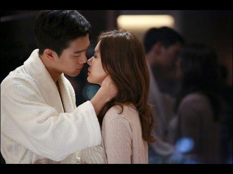 kissing in toilet - romantic scenes in movies