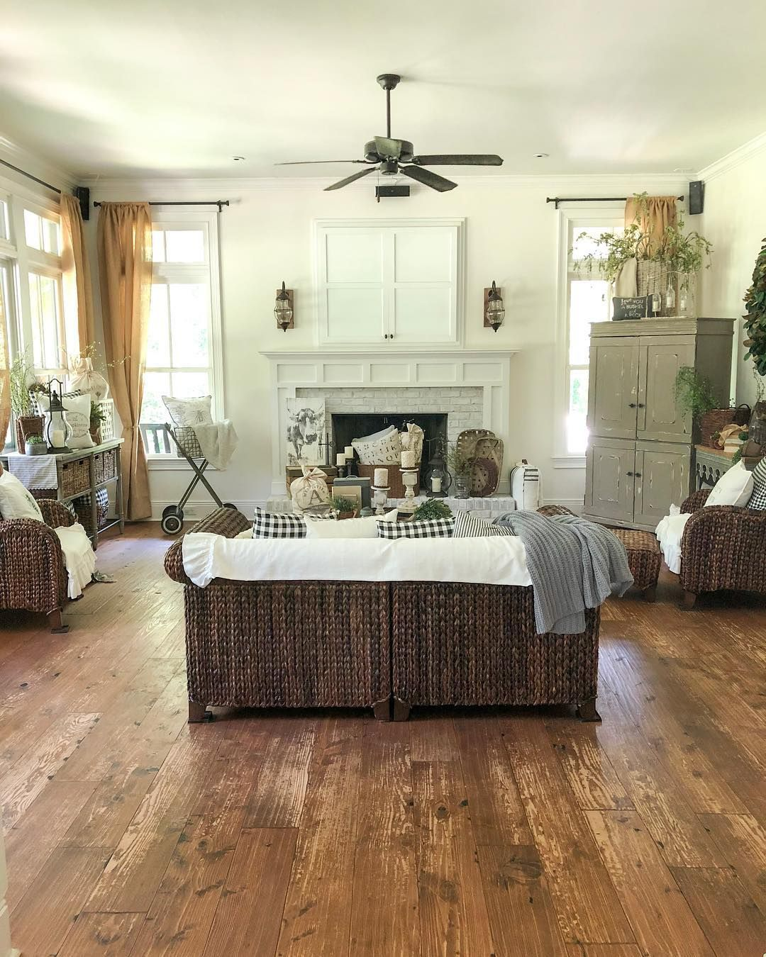 Image may contain bedroom, table and indoor Big rugs