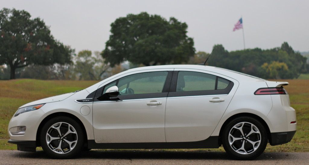 2014 Chevy Volt Offers Impressive Features At Lower Cost Chevrolet Volt