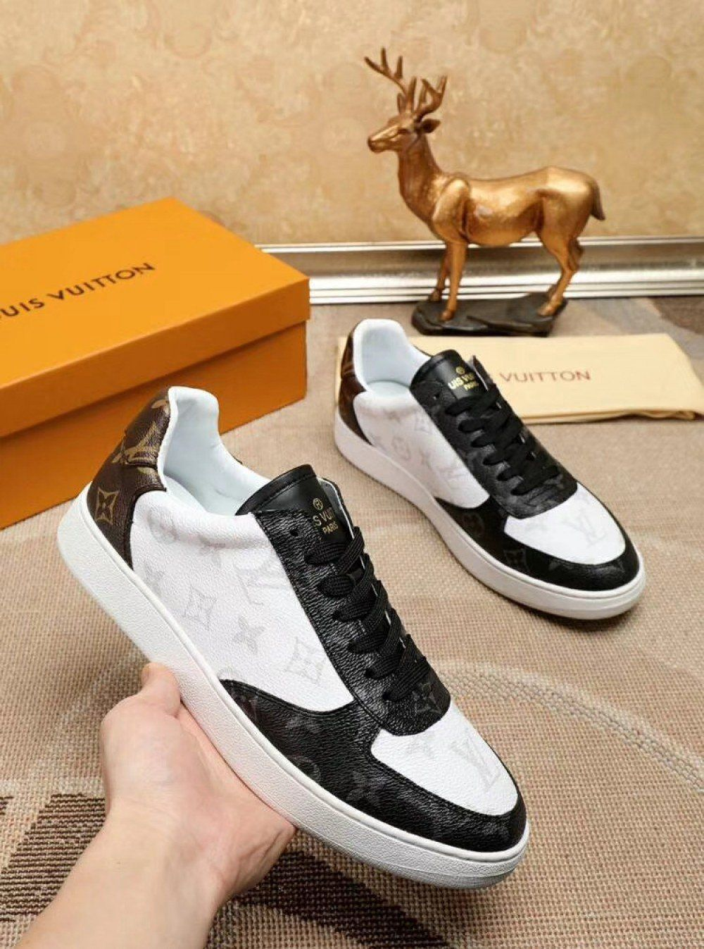 793c57fc9042 Louis Vuitton RIVOLI SNEAKER Men 1A6MIM