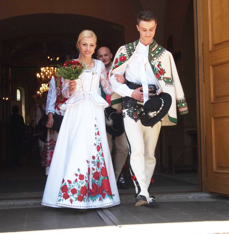 Growing Trend Handpainted Wedding Dresses Inspired By Folklore Of Polish Highlanders Dresses Folk Dresses Wedding Dresses