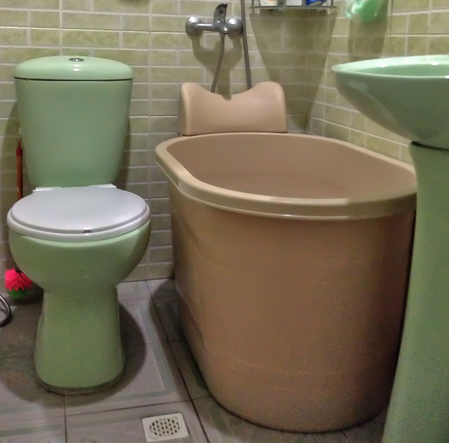 Some EC larger bathroom area may fit this size tub. Description from ...