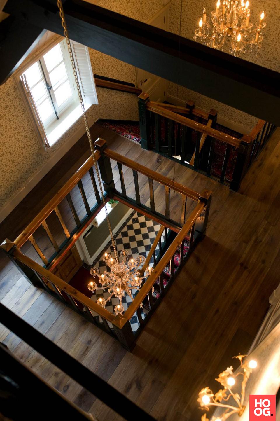 Hal met houten vloeren | hal inrichting | interieur inspiratie | wit interieur | Hoog.design #halinrichting