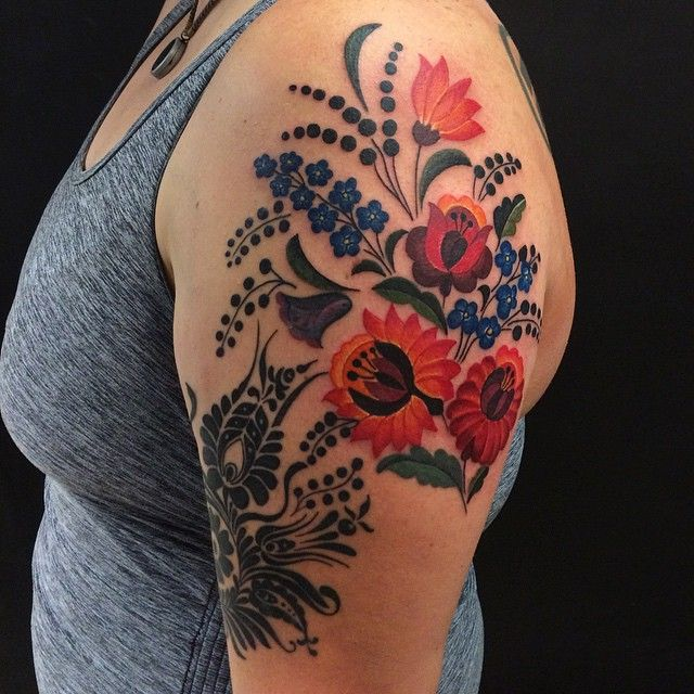 I was so happy I finally got to do a tattoo based on hungarian embroidery motifs! Thank you Vicki for this awesome project! ❤️