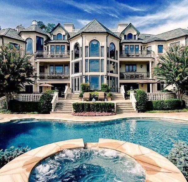 (1) 🔥 Houses (@BallinCribs)
