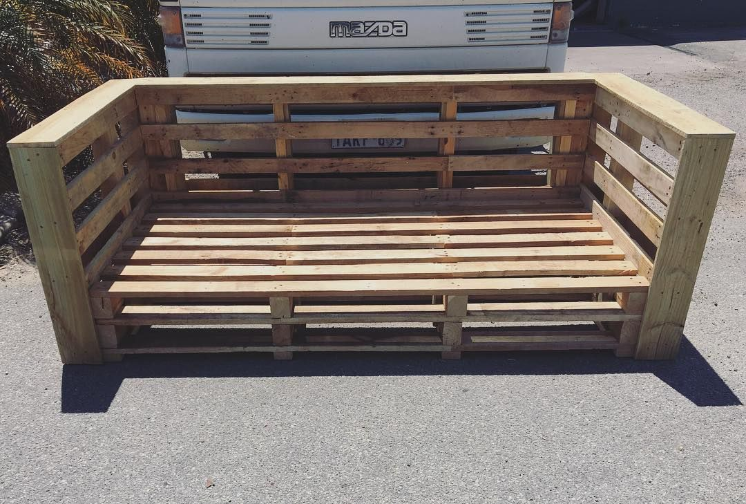 Wooden Pallet Comfortable Sofa Bed Pallet Furniture Outdoor Pallet Daybed Wooden Pallet Furniture