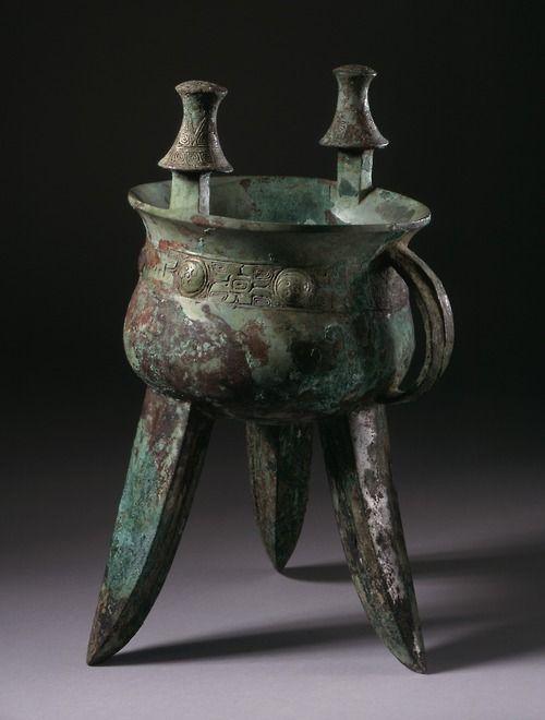 Tumblr   Calentadores antiguos chinos de vino ritual de la provincia de Henan, las primeras finales de la dinastía Shang.  El primer vino más caliente es a partir de mediados o finales de la fase de Anyang, alrededor de 1200-1050 aC, la segunda, la fase Erligang, alrededor de 1700-1500 aC, y la tercera fase, a principios de Anyang, sobre 1300-1200 aC  Cortesía y actualmente se encuentra en el LACMA , EE.UU., a través de sus colecciones en línea .