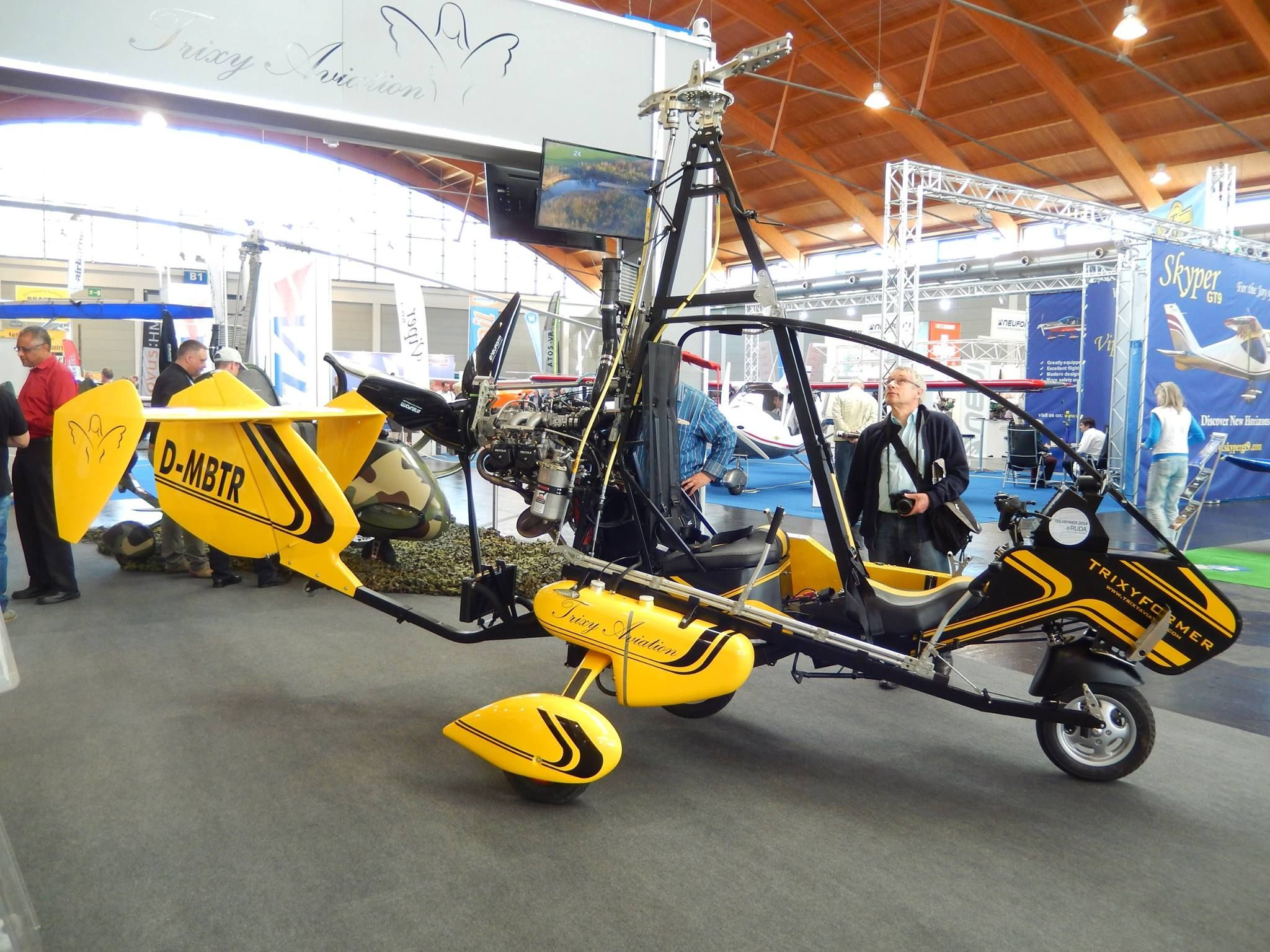 TrixyFormer an electric motorcycle/gyrocopter for two