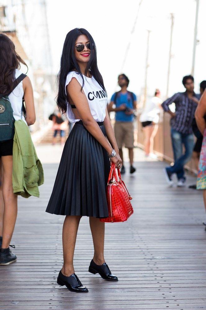 f35df8a252 Moda bloguera  falda plisada negra en 2019