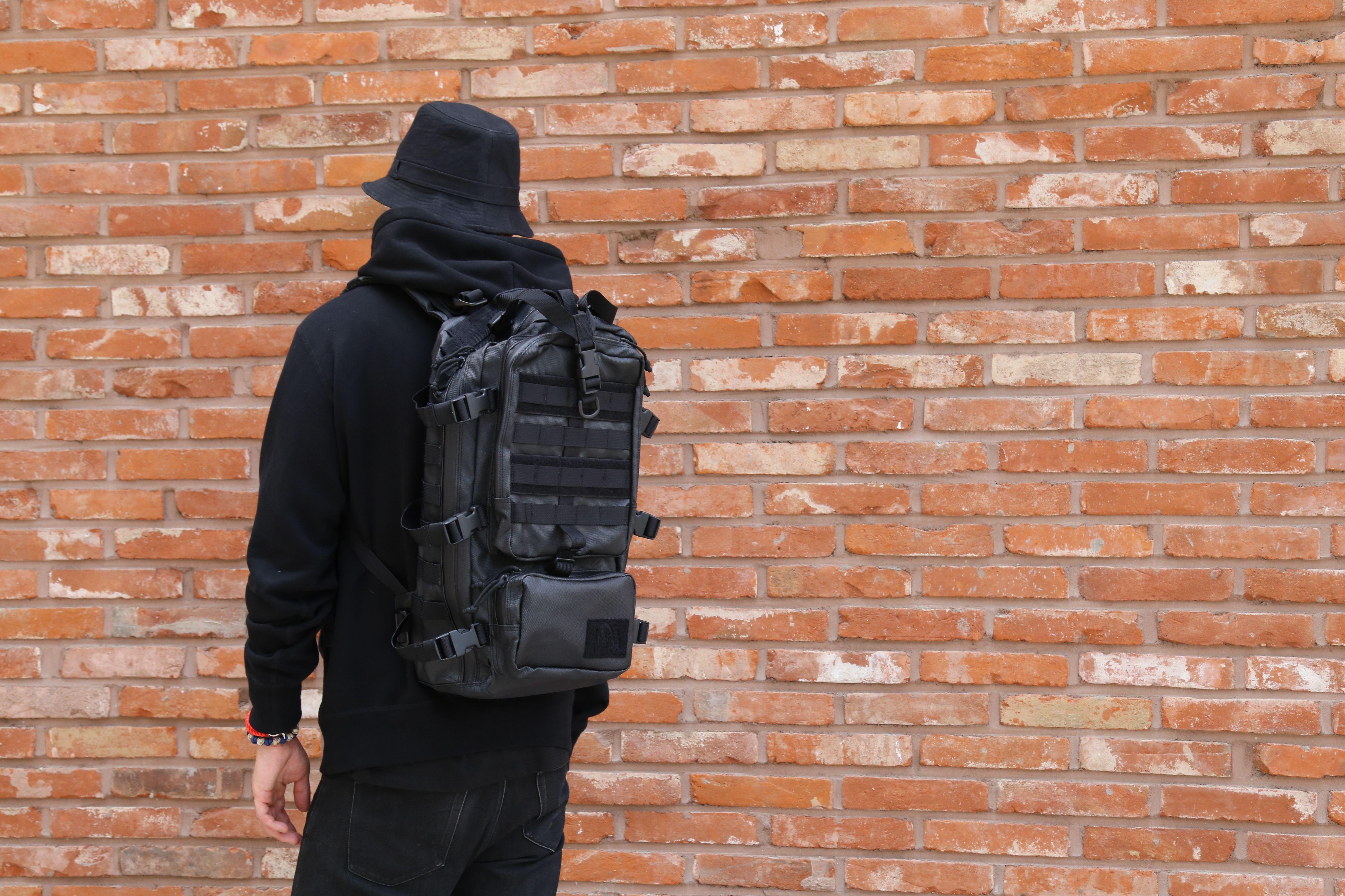 블랙라벨 백팩 중 가장 가벼운 무게를 자랑하는 이글입니다. 1200Danier와 YKK Water repellent Zipper를 사용하여 최적의 방수를 목적에 두고 있는 블랙라벨 시리즈를 지금 만나보세요.  http://www.magforcekorea.com     #맥포스코리아 #맥포스 #블랙라벨 #이글 #백팩 #magforcekorea #magforce #blacklabel #eagle #backpack #bag