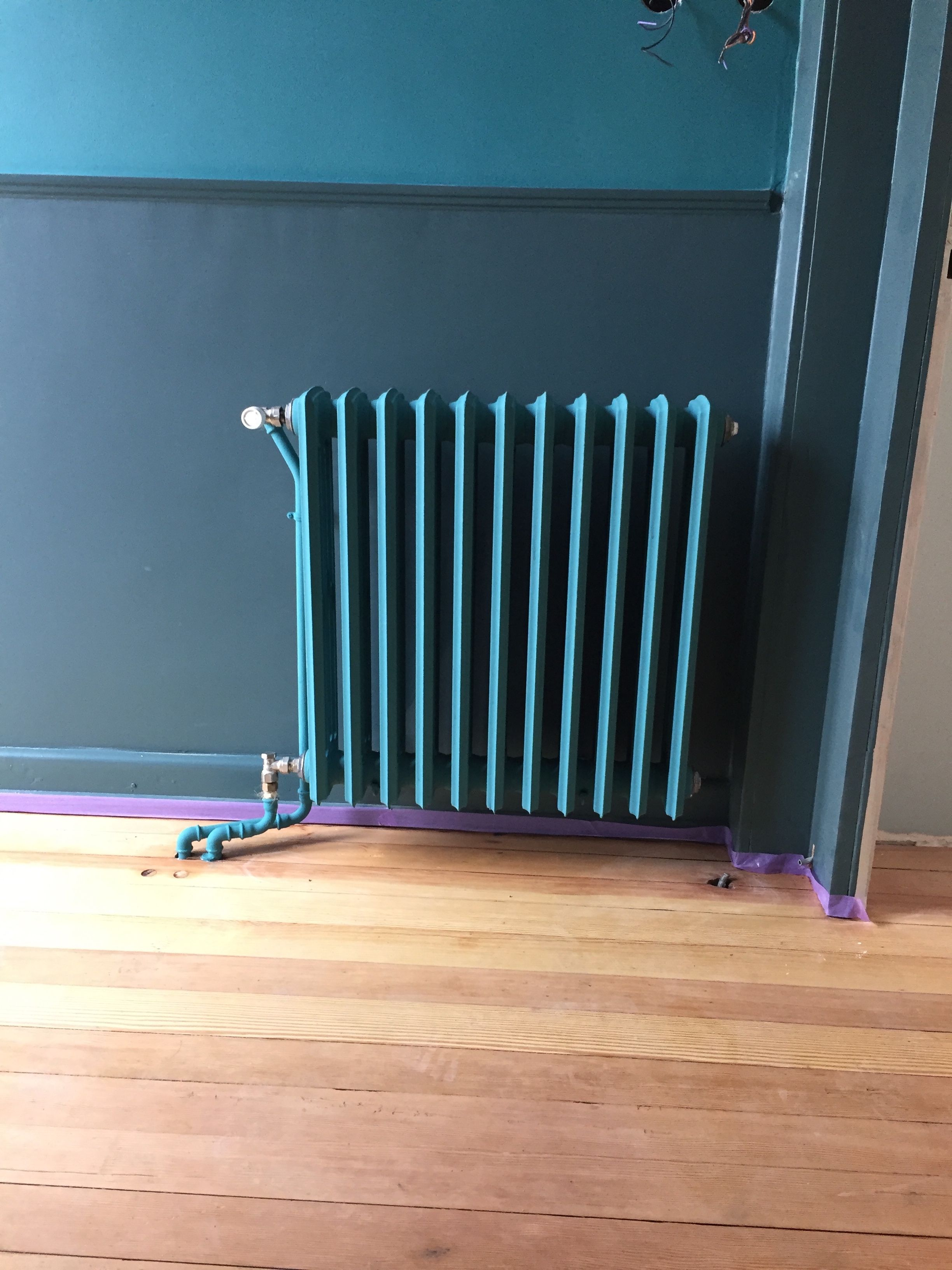 Farrow And Ball Vardo Inchyra Blue Et Radiateur Vardo Finition Dead Flat