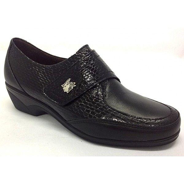 ab18340d2a8 Zapato cómodo de velcro.Gracias a su combinación de pieles