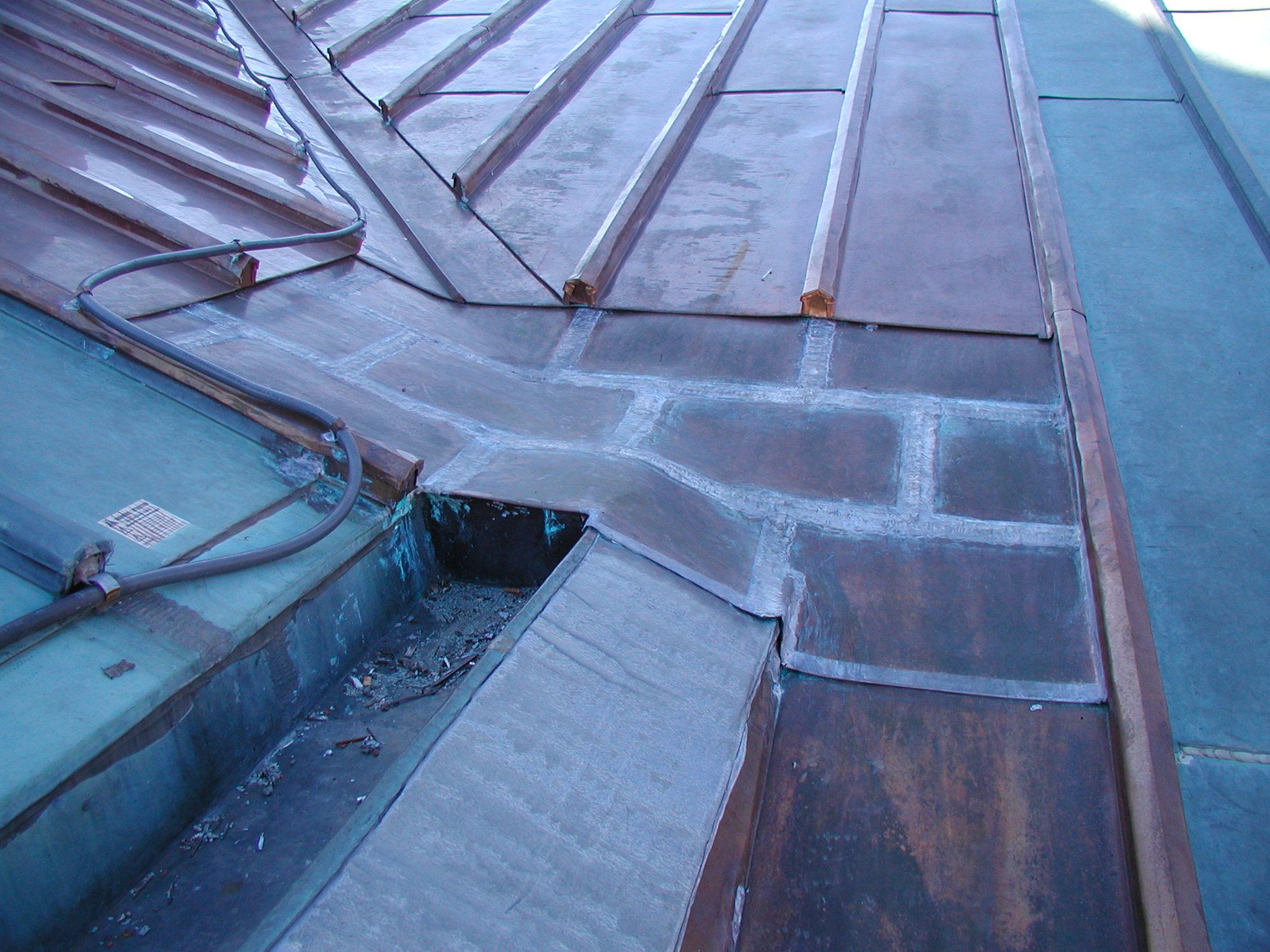 Unusual Conditions Such As This Combination Of Soldered Flat Seam Roofing With Steep Slope Batten Seam Demand Customized Des Copper Roof Roofing Roof Design