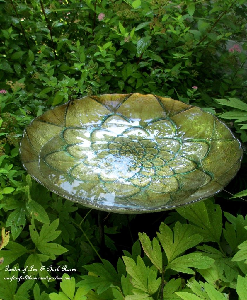 DIY Bird Baths ~ Bring Birds To Your Garden!   http://ourfairfieldhomeandgarden.com/diy-bird-baths-bring-birds-to-your-garden/