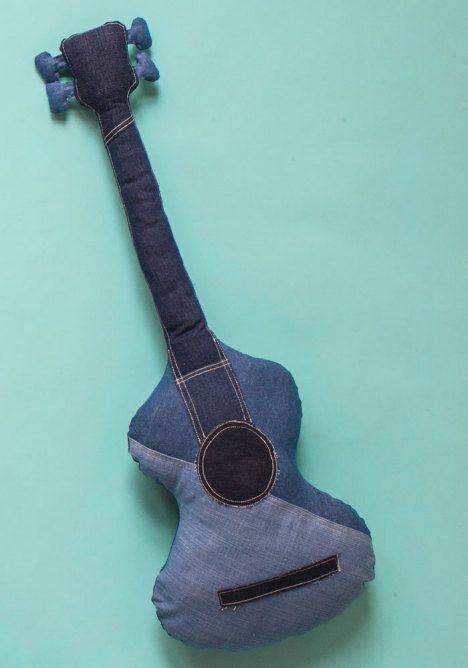 Farkuista ommeltu kitara SK 8/13