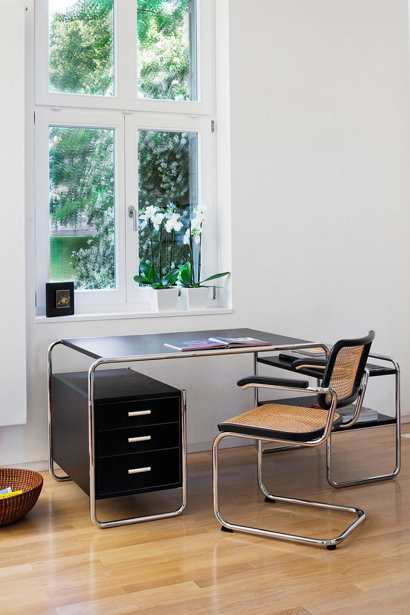 hasenkopf fertigt schreibtisch schubladen f r thonet klassiker s 285 in serie designed by. Black Bedroom Furniture Sets. Home Design Ideas