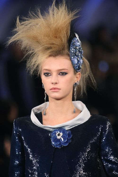 Flashback 10 coiffures couture signées Chanel Chanel