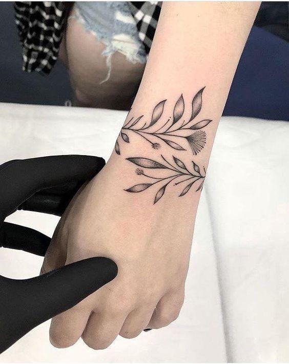 love the twisting vine tatoos wrist tattoos tattoo. Black Bedroom Furniture Sets. Home Design Ideas