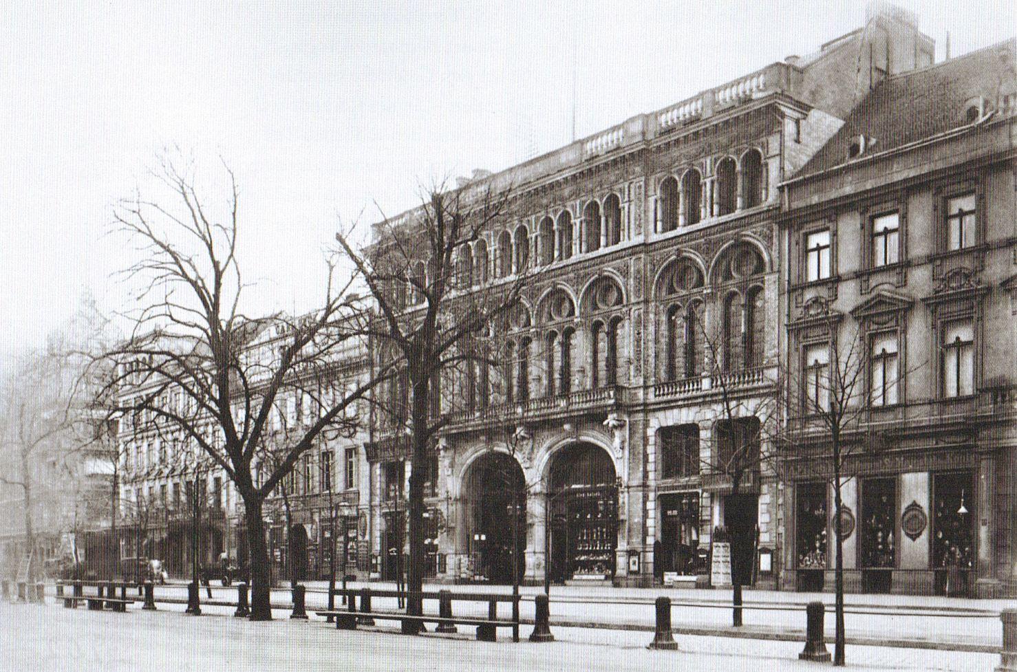 F. Albert Schwartz, Berlin, Linden-Passage, um 1880.
