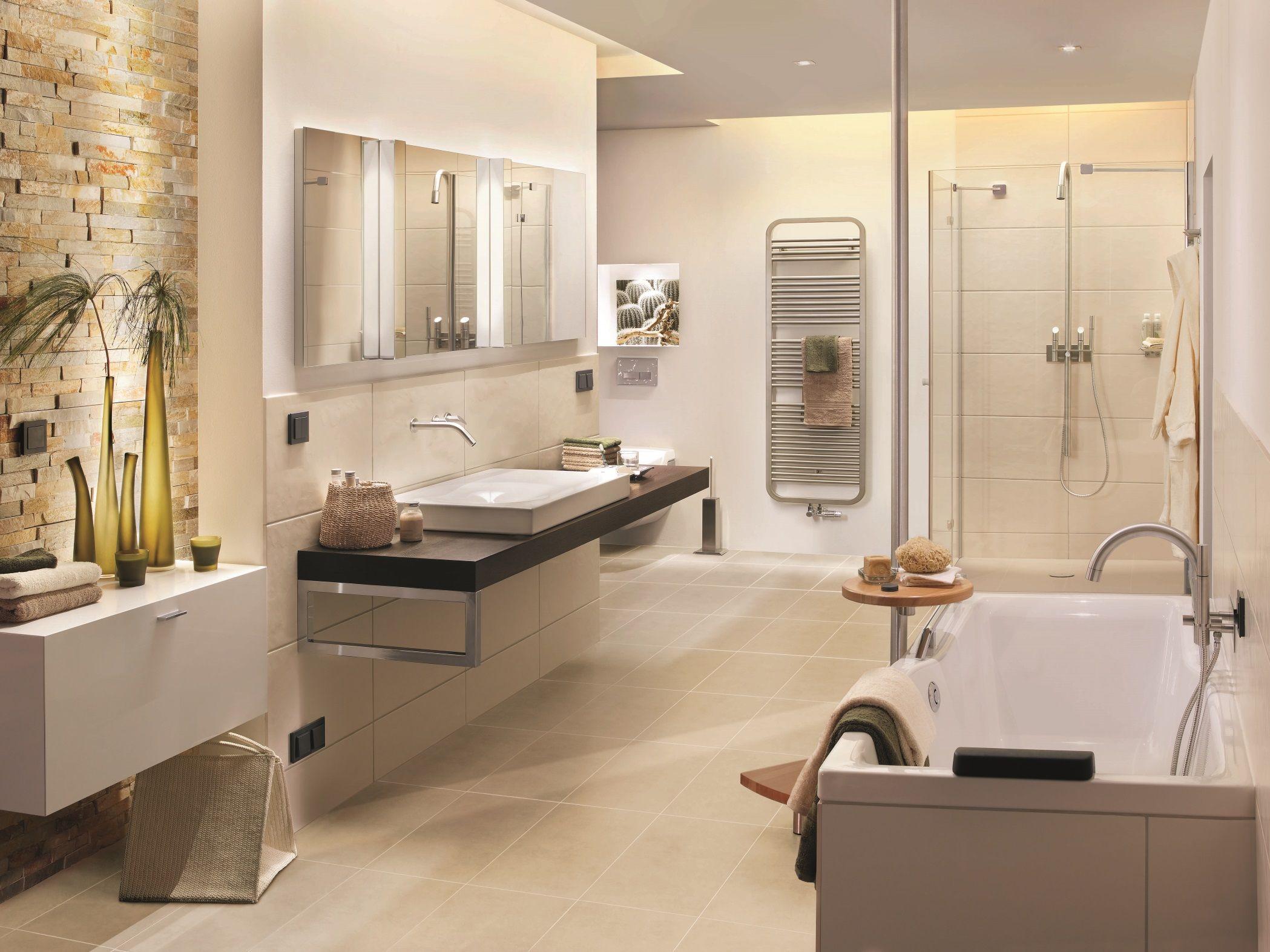 Badezimmer Renovieren Kosten 8 Qm In 2020 Badezimmer Renovieren Kleines Bad Renovieren Und Bad Renovieren
