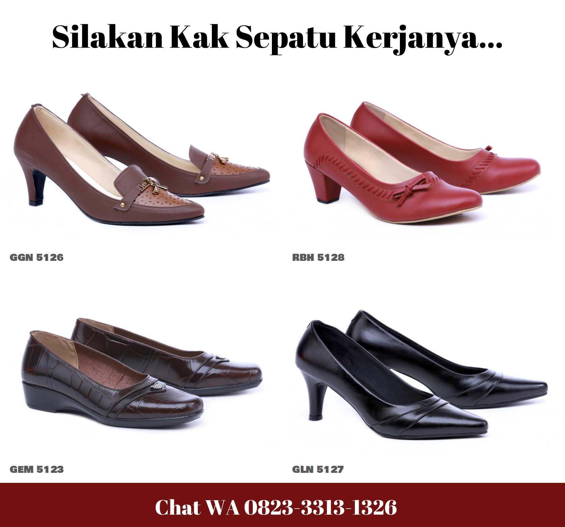 Pin Di Sepatu Hitam Formal Wanita