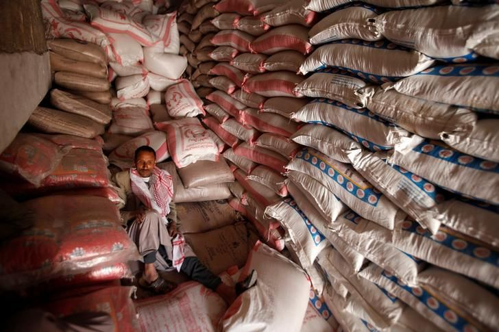A worker waits for customers next to sacks of food grains at a wholesale market after Yemen's biggest traders have stopped new wheat imports due to a crisis at the central bank, in Sanaa, Yemen December 19, 2016. REUTERS/Khaled Abdullah