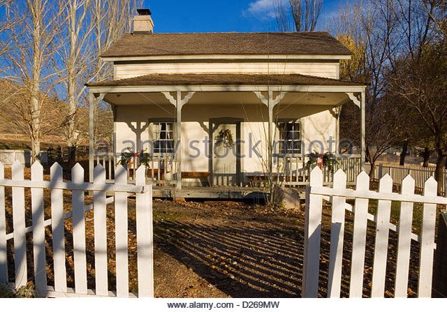 Antique Pioneer Farm House - Stock Image