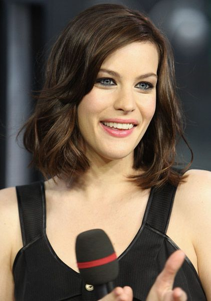 Celebrities With Oval Faces Youbeauty Com Oval Face Celebrities Oval Face Shapes Oval Faces