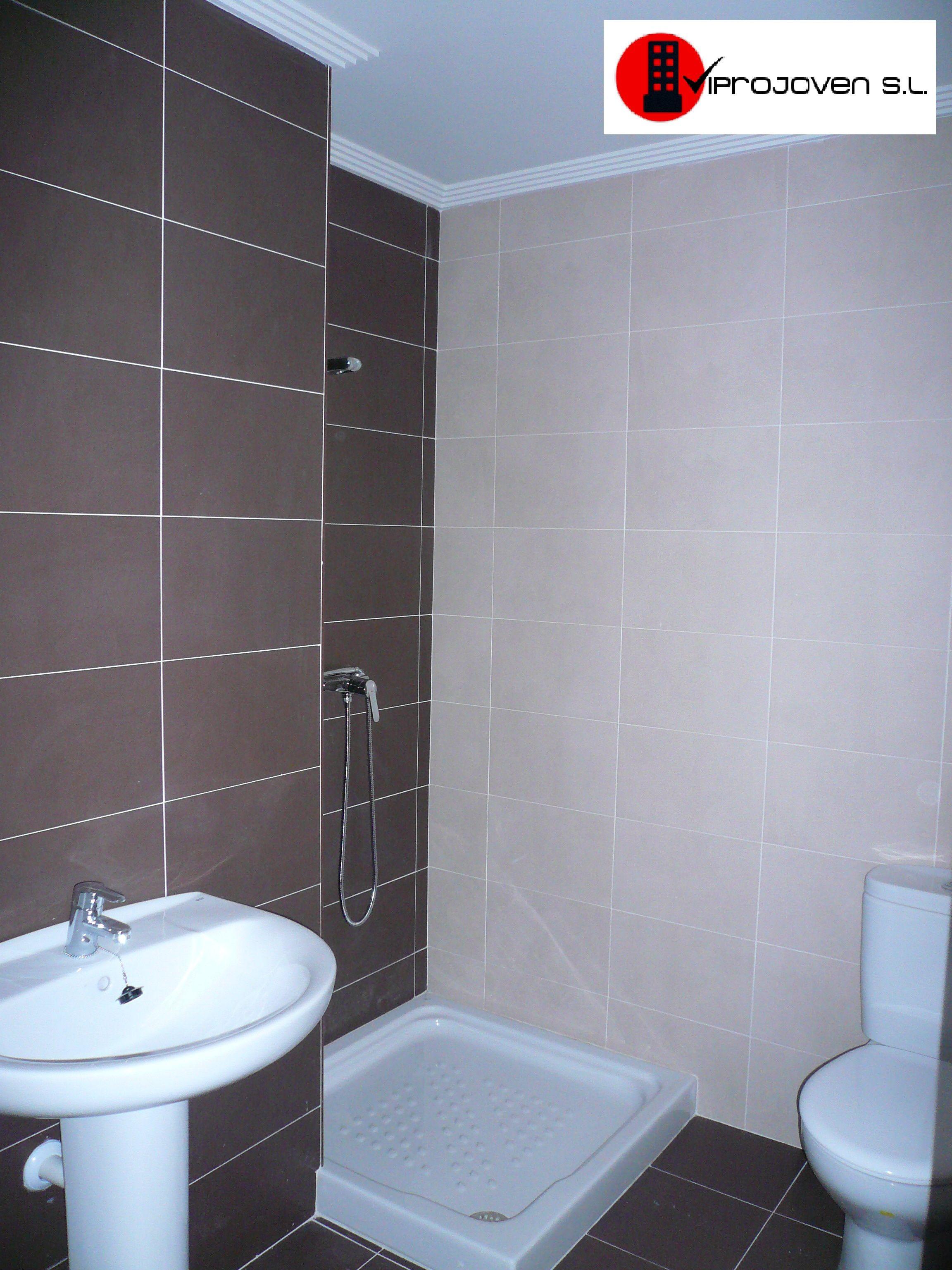 El ba o esta dise ado en color chocolate y beige que le da un toque muy actual 1 dormitorio - Que es un bano de color ...