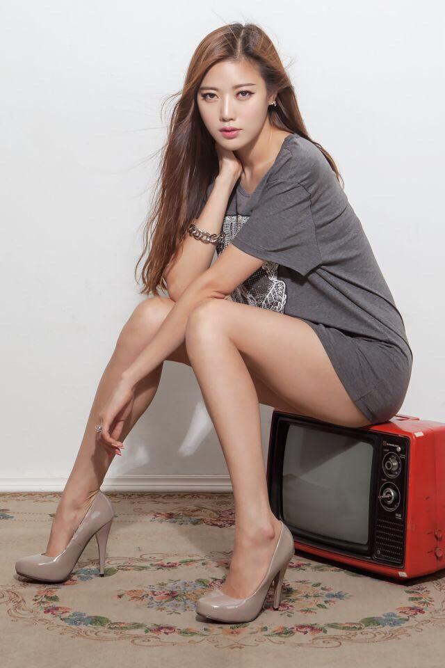 naked hot korean girl open legs