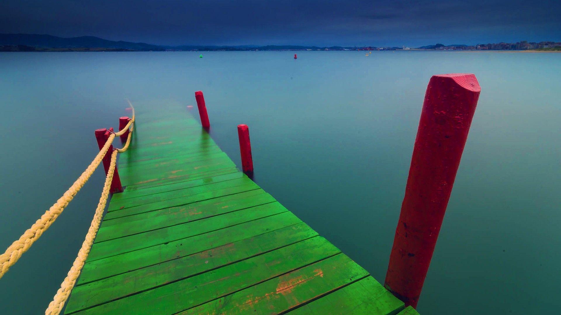 Fond ecran paysage ponton color plongeant dans lac for Architecture qui se fond dans le paysage