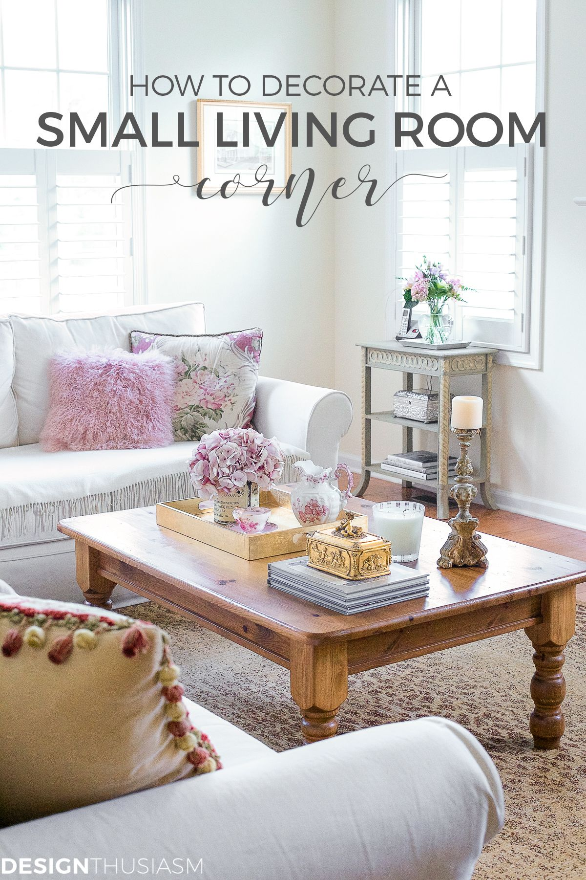 Small Accent Table If You Re Looking For Ideas To Decorate A Tight Living Room Table Decor Living Room Beautiful Living Rooms Decor Living Room Decor Country