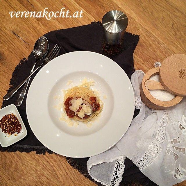 """Pasta Asciutta muss lange köcheln ... sagt die liebe Claudia Cex immer. Da kann ich ihr nur zustimmen! Trotzdem hat der Thermomix seine Messer im Spiel. Wie? => Link klicken! http://www.verenakocht.at/2016/06/05/der-thermomix-kocht-pasta-asciutta-oder-vielleicht-doch-nicht/ """"Cook your Pasta well"""", - as my dear friend Claudia Cex always says. Works - although using my Thermomix! #thermomix #tm5"""