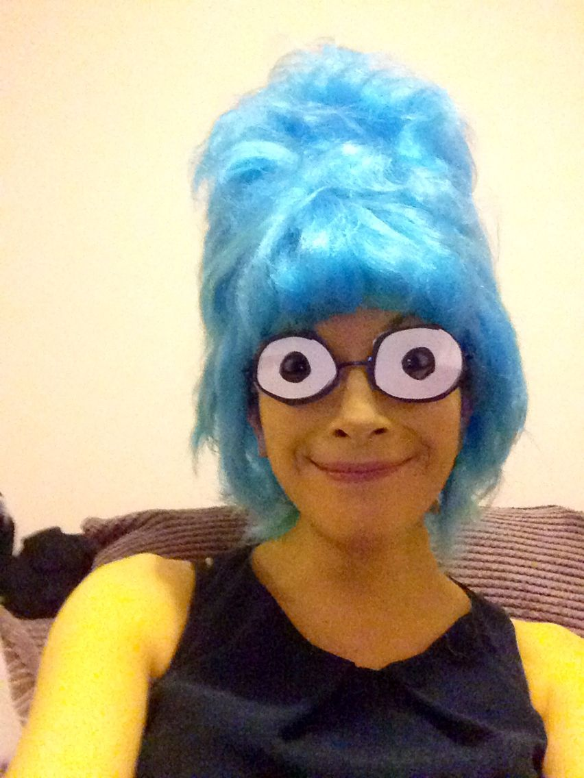 Marge Simpson costume. Blue beehive wig, glasses (thin wire, frames ...