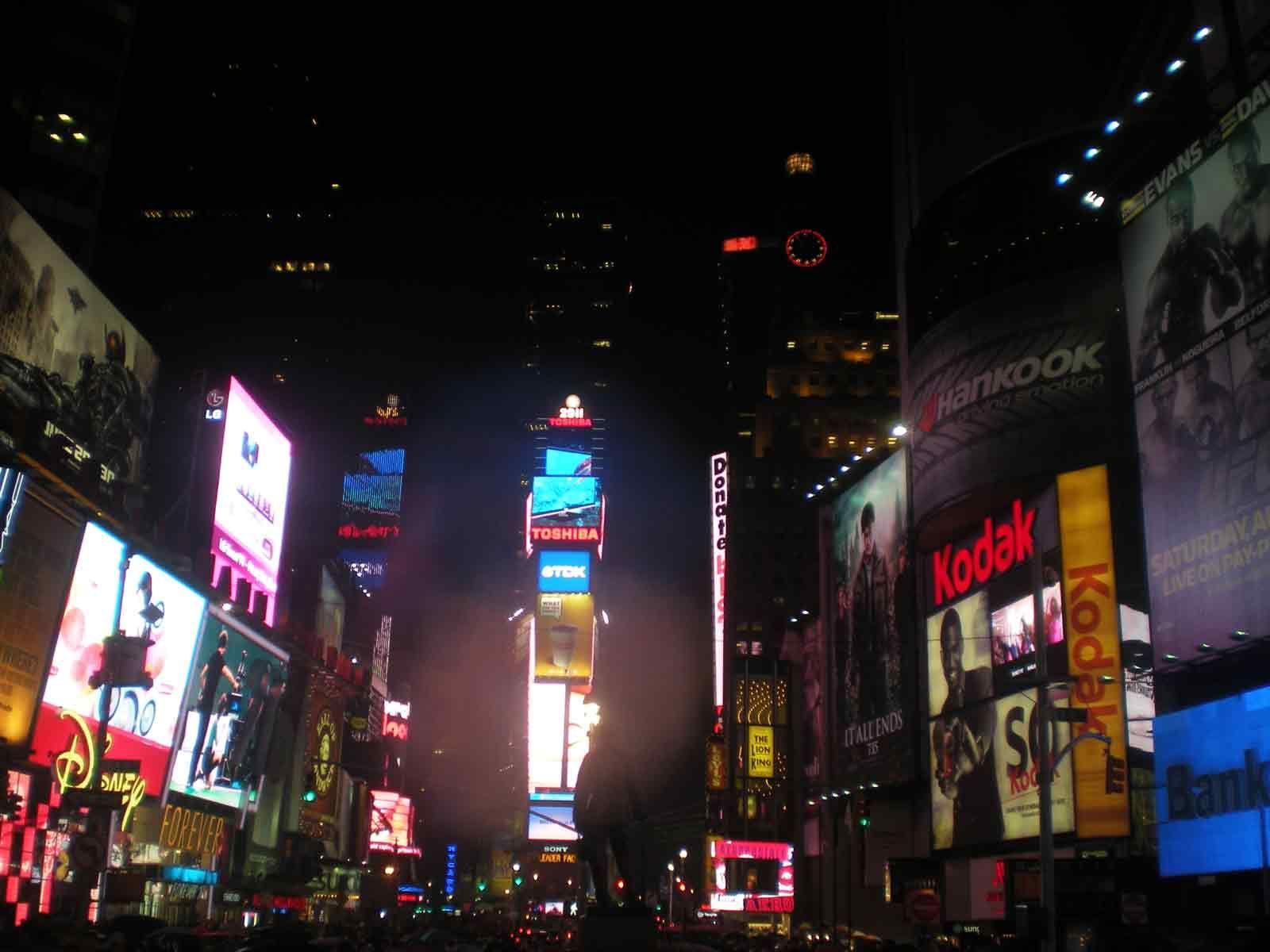 Visitare Times Square Una visita a #TimesSquare non può proprio ...