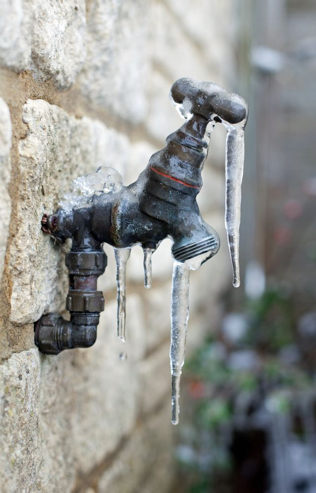 Don\'t let your outdoor faucets freeze up in the winter. Unattach ...