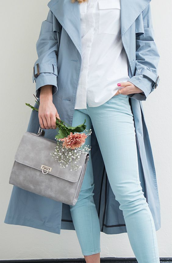 #Soft Pastells und #Sporty Vibes #frühlingsoutfit #trenchcoat #oversized #details #bluse #pantonefarbe #pastell