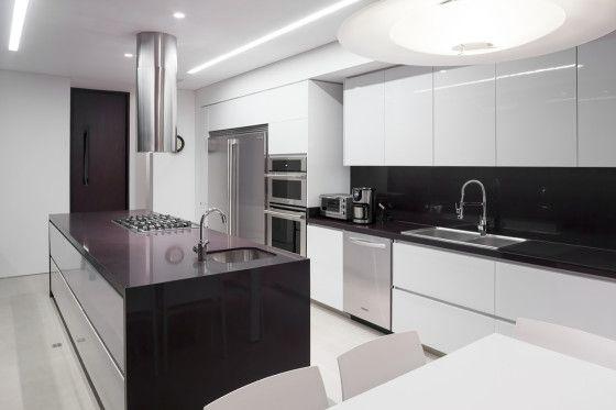 Moderno diseño de casa de un piso construida en terreno grande - küchenzeile 160 cm