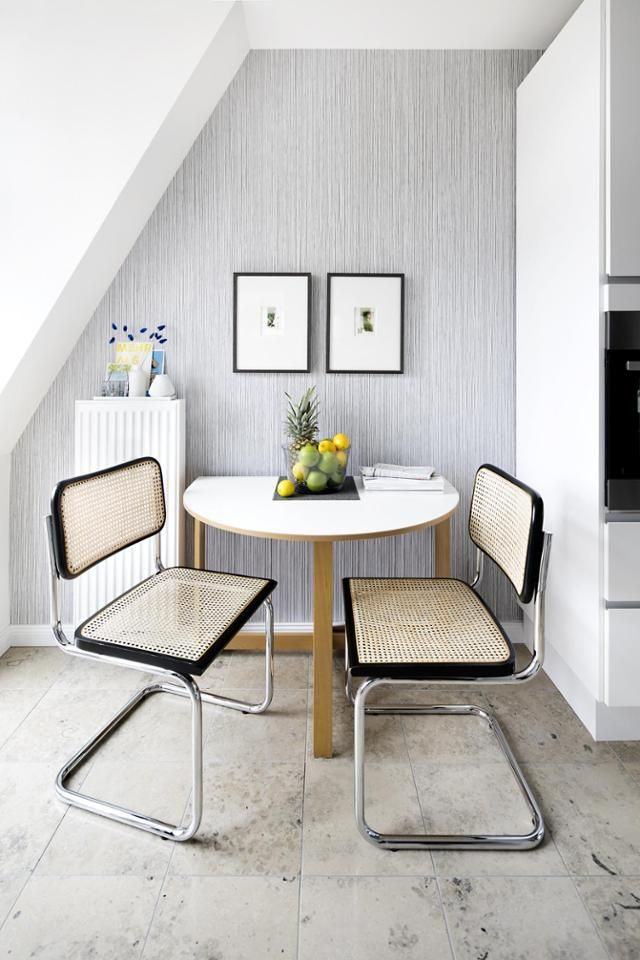 Küche mit Essplatz #dachschräge #küche #altbau #essp Tisch - küche in dachschräge