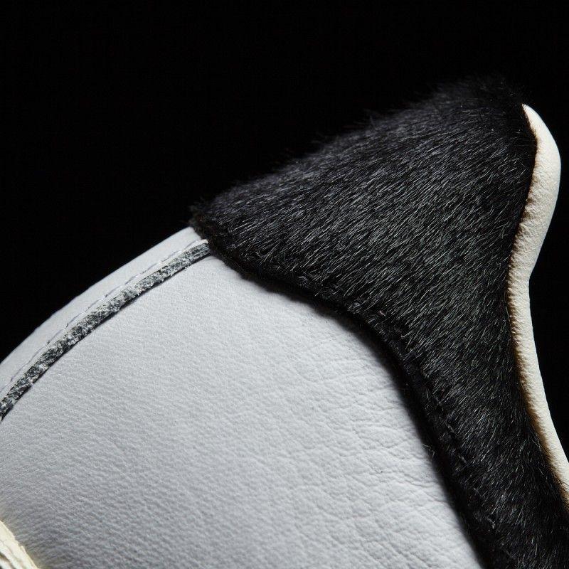 Zapatillas Adidas Superstar 80s blanco/negro con pelo en las rayas y en la talonera. Adidas Originals BB2231.  https://www.zake.es/zapatillas-moda/zapatilla-superstar-pelo-de-potro-blanca-adidas-original-11071.html